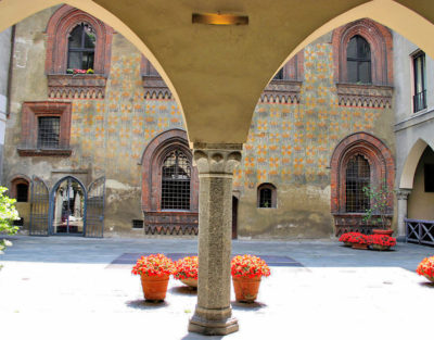 Palazzo Borromeo (4).jpg